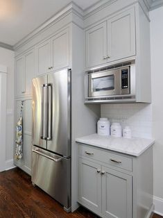 76 incredible farmhouse gray kitchen cabinet design ideas Shaker Kitchen Cabinets, Grey Cabinets, Kitchen Cabinet Design, Kitchen Pantry, New Kitchen, Kitchen Corner, Kitchen Grey, Pantry Design, Microwave In Kitchen