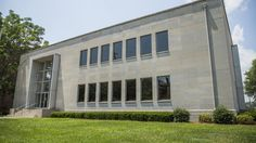 Simmons College purchases former headquarters of the National Society of the Sons of the American Revolution to become library, classrooms and administrative offices