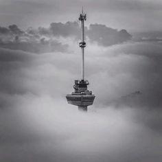 Rotterdam...De Euromast in de mist...mooi..L.Loe