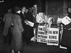 People surround a newspaper stand in Parliament Square, London, to read the news of King Edward VIII's abdication.October 17, 1936.
