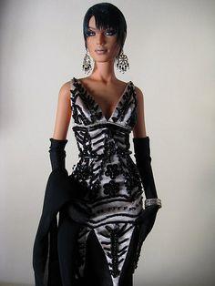 Elfas in Hisodoll's gown.