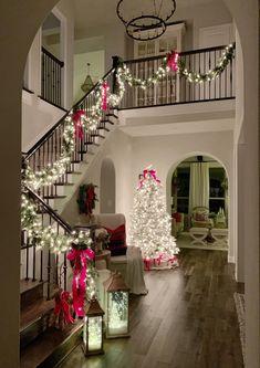 Cozy and Traditional Christmas Home Tour - My Texas House Christmas Entryway, Christmas Living Rooms, Christmas Bedroom, Cozy Christmas, Christmas Window Display Home, Christmas Ideas, Christmas Staircase, Christmas Scenes, Christmas 2019