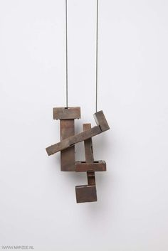 Despo Sophocleous - Somerwhere in-between two 3, halssieraad, 2012, koper | necklace, 2012, copper - 90 x 125 x 40 mm - photo: Mirei Takeuchi