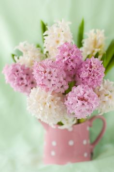 mixed bouquet of hydrangeas in pink polka dot pitcher arrangement My Flower, Pretty In Pink, Beautiful Flowers, Happy Flowers, Deco Floral, Arte Floral, Frühling Wallpaper, Happy Day, Happy Spring
