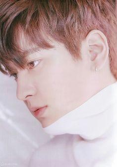 iKON charms in ' magazine! Yg Ikon, Chanwoo Ikon, Ikon Kpop, Kim Hanbin, Bobby, Ikon Leader, Ikon Songs, Vogue Photoshoot, Ikon Debut