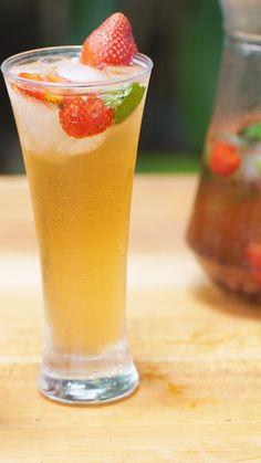 Der Beri – Fun in the Sun – Eistee Summer Drink Recipes, Water Recipes, Summer Drinks, Cocktail Recipes, Snack Recipes, Cocktails, Cooking Recipes, White Cranberry Juice, Crispy Beef