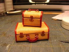 Roberta mentioned that she was making a suitcase; that inspired me to make a tutorial on this set of luggage. I love this era. I've wanted to make a Route 66 motel room, maybe with newlyweds, chenil