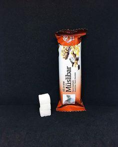 Hver Müslibar inneholder 6 gram sukker. Dette tilsvarer 3 sukkerbiter. . Sukkeret av dette produktet: hvit sukker oligofruktosesirup glukosesirup fruktose. . Les mer om sukker etiketter sukkerindustri markedsføring eller sukkeravhengiget på www.utensukker.org Muesli, Chocolate, Instagram, Schokolade, Chocolates