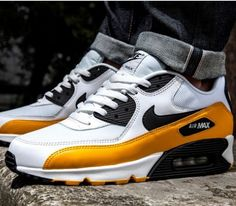 Nike Air Max 90 Essential – White / Black – University Gold