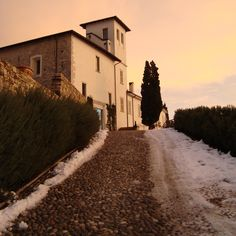 @CastleOfAngels accoglie ospiti di passaggio per regalare magiche Emozioni! #location #events #beautifull #italy #winter #snow