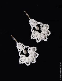 """this is beading, but maybe can be converted to tatting.  Will try..  Looks like a folded over """"wreath"""" with pearls in the lower half, and then the top added after."""