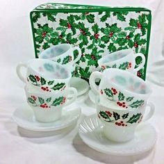 VTG  White Swirl HOLLY BERRY Christmas 3 pc lunch// dessert tea set