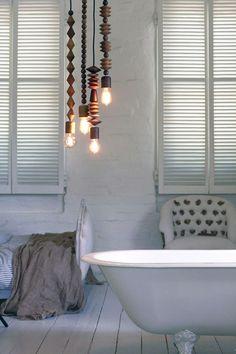 lamp met houten kralen | http://www.woonschrift.nl/lamp-met-houten-kralen/