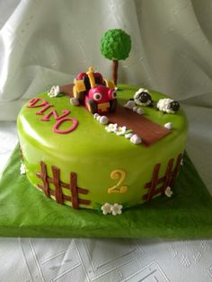 Tractor Tom cake! Tractor Tom, Birthday Parties, Birthday Cakes, Tractors, Toms, Desserts, Party Ideas, Food And Drinks, Bakken