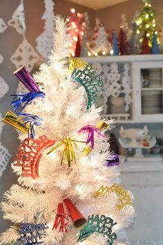 New Years Eve Tree. Havent gotten rid of that Christmas tree yet? No worries make it the centerpiece of your New Years party with some festive decorations. New Years Eve Decorations, Festival Decorations, Tree Decorations, Christmas Decorations, Office Decorations, Halloween Decorations, Holiday Tree, Holiday Crafts, Holiday Fun
