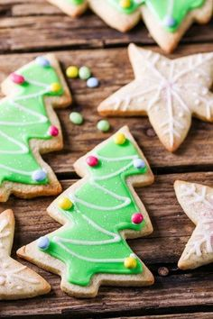Sugar Cookies with easy icing - and instructions on getting them to look great every time (if I can do it anyone can!).