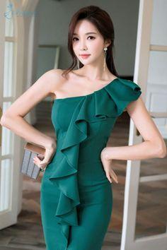 10 Most Beautiful Women, Beautiful Asian Girls, Fashion Models, Girl Fashion, Fashion Outfits, Teen Girl Poses, Classy Dress, Asian Fashion, Asian Woman