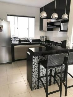 """For a small kitchen """"spacious"""" it is above all a kitchen layout I or U kitchen layout according to the configuration of the space. Kitchen Room Design, Home Room Design, Kitchen Sets, Modern Kitchen Design, Home Decor Kitchen, Kitchen Furniture, Interior Design Living Room, Home Kitchens, Small Kitchens"""