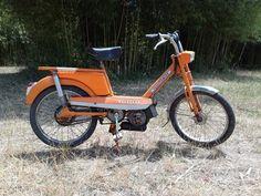 Ancienne mobylette Peugeot 102 vintage orange