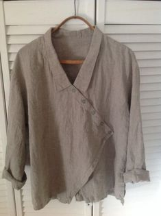Discover thousands of images about HEBBEDING - Linen jacket with decorative lacing - navabi Creation Couture, Linen Blouse, Linen Dresses, Sewing Clothes, Fashion Outfits, Womens Fashion, Dress Patterns, Shirt Blouses, Blouse Designs