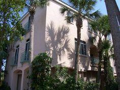 3 Bedroom, 2.5 Bath Spanish Villa - Shells Villa - pet friendly - from $185/nt - walk to beach & restaurants