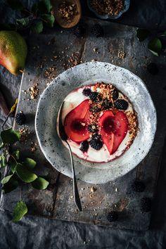 Food Design, I Love Food, Granola, Blackberry, Acai Bowl, Pear, Panna Cotta, Food Photography, Brunch