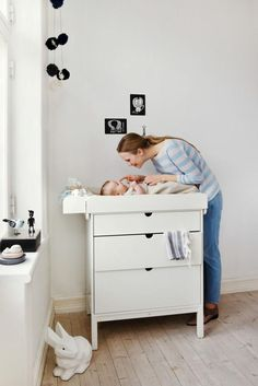 Stokke home dresser and changer, baby changing table, nursery room Modern Changing Tables, Best Changing Table, Changing Table Dresser, Nursery Furniture, Nursery Room, Kids Furniture, Room Baby, Baby Changer, Classic Dressers