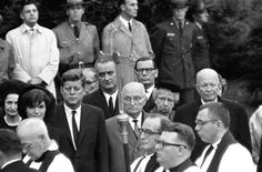 ELEANOR ROOSEVELT Funeral-Former Presidents Harry Truman and Dwight D. Eisenhower join current President John F Kennedy and his vice President and future President Lyndon Johnson at Eleanor Roosevelt's funeral in American Presidents, American War, Us Presidents, American History, American Soldiers, British History, Native American, Harry Truman, Eleanor Roosevelt