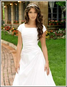 I love seeing LDS brides on Pinterest! Very nice dress...and love the tiara. :)