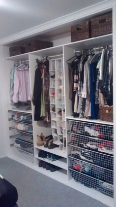 DIY wardrobe fitout! Free plans and instructions on how to build your own for cheap! http://www.thepalletblog.com/diy-wardrobe-fitout/