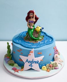 """https://flic.kr/p/8V1B7F   Under The Sea   A photo was provided for this 'under the sea' theme.  The photo happen to be a cake by Beth (of Cakespace - Beth).  Cake design concept was based on that, done with permission.  www.flickr.com/photos/cakespace/2681821822/in/photostream/  It was modified to an 8"""" round, and included other elements."""