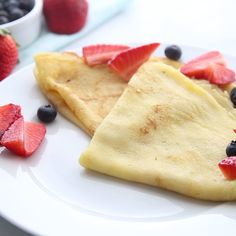A basic recipe for French crepes. Don't you know how to make simple crepes? This easy recipe is a must know to make the best homemade crepes. You can eat them for breakfast or dessert and choose between a sweet or savory filling. Easy Crepe Recipe, Crepe Recipes, Dessert Recipes, Desserts, Basic Recipe, Pancake Recipes, Waffle Recipes, Easy Recipes, Oven Recipes