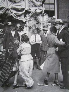 Amsterdam 31/8/31 - Koninginnedag in de Jordaan        Uit:Amsterdamse  persfoto's 1920-1940