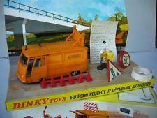 """DINKY TOYS FRANCE PEUGEOT J7  """"AUTOROUTES""""  TRES PROCHE DU NEUF  AVEC BOITE D"""