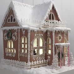See Heidi's gingerbread house and learn how to make it yourself - add . - - Pia - See Heidi's gingerbread house and learn how to make it yourself - add . - See Heidi's gingerbread house and learn how to make it yourself - add . Cool Gingerbread Houses, Gingerbread House Designs, Gingerbread House Parties, Christmas Gingerbread House, Christmas Cookies, Gingerbread House Template, Gingerbread Cake, Christmas Baking, Christmas Time