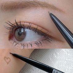 """Kana♡ on Instagram: """"✱✱✱ おすすめコスメ!✨ アイブロウペンシルを変えました♡ . 前に見かけて、次はこれ使ってみようと 思ってたもの☝🏻️ . ▷CEZANNE スーパー スリム アイブロウ 02 . この芯の極細さに驚き👀 眉尻が描きやすいのなんのって 発色もいいから折れる心配なし!🗣 .…"""" Makeup Cosmetics, Hair Makeup, Make Up, Bridesmaid, Skin Care, Hair Styles, Beauty, Lip Art, Makeup"""