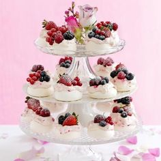 Mini meringues All the best parties have a show-stopping finale – and our gorgeous tower of individual meringues is sure to impress guests. Mini Desserts, Dessert Recipes, Tea Recipes, Mini Meringues, Chocolate Cream Cheese, White Chocolate, Afternoon Tea Parties, Afternoon Tea Cakes, Cupcakes