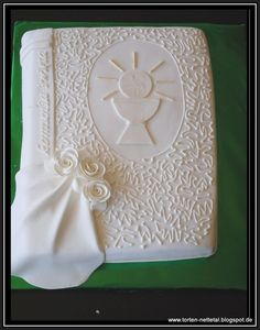 first communion cake - this is *really* pretty!