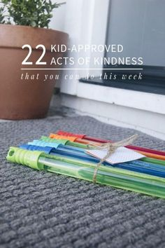 22 Acts of Kindness You Can Do THIS Week | Love the idea of helping children learn compassion and empathy by starting with simple acts of kindness. Lots of these you can do today with little to no prep involved!