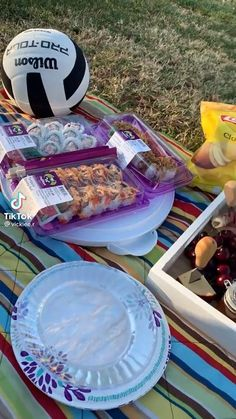 Picnic Date Food, Picnic Cake, Picnic Snacks, Picnic Ideas, Picnic Foods, Picnic Birthday, 14th Birthday, Summer Picnic, Summer Fun