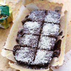 Mockarutor, snoddas eller kärleksmums. Denna goda chokladkaka med glasyr är glutenfri och perfekt för den som äter LCHF.