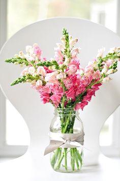 Dekoideen Frühling-Strauß Marmeladenglas Vase