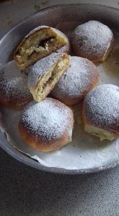 """Η Συνταγή είναι της κ. Αλεκα Ρετ – """"Χρυσές Συνταγές"""" Υλικά -500 αλεύρι για όλες τις χρήσεις -5 κουτ σούπας ζάχαρη -1 κούπα γάλα χλιαρό -2 αυγά -1 φακελάκι βανίλια -1 φακελάκι μαγιά ξερή (9γρ) -3 κουτ σούπας βούτυρο Doughnut, Chocolate Cake, Donuts, Sweet Home, Food And Drink, Keto, Yummy Food, Bread, Meals"""