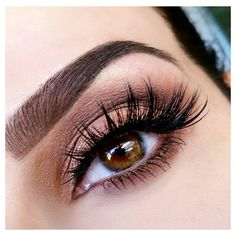 Loving this #LASH focused look @rania_bellamarie_mua featuring super fluffy #ModelRockLashes!