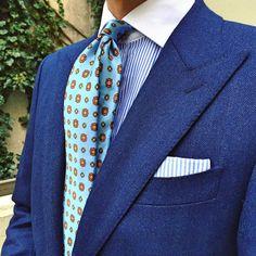 Boom boom blue. Jacket: @suitsupply Tie: @bows_n_ties PS: DIY #menswear #mensfashion #mensweardaily #style #instastyle #instafashion #styleiswhat #bowsnties #kleidsam #suitsupply #ootd #whatiwore...