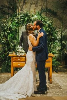 Final da tarde aconchegante e acolhedor para dizer SIM em São Paulo – Vivian Uber, Marie, Couples, Couple Photos, Wedding Dresses, Fashion, Wedding At Home, Cozy, Groom Shoes