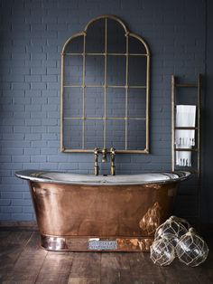 Master Bathroom Design Trends For 2020 bathrooms Bathroom design ideas that in and out every year are varying. Master bathroom design 2020 trends are finally here! The most up to date styles in the i. Dream Bathrooms, Beautiful Bathrooms, Master Bathrooms, White Bathrooms, Luxury Bathrooms, Copper Bathroom Accessories, Copper Tub, Copper Room, Copper Nickel