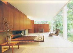 Home Interior Design — An interior shot of the Farnsworth House Mies van. Farnsworth House, Mid-century Interior, Interior Architecture, Interior Modern, Modern Glass House, Minimal Bedroom, Modern Bedroom, Minimal Living, Minimalist Furniture