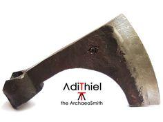 F_09b - Bearded Viking AXE with Damascus Steel Cutting Edge