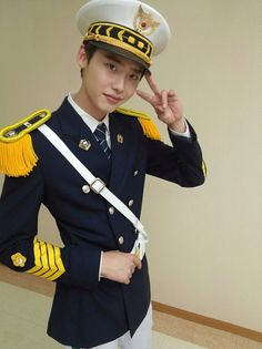 I Hear Your Voice - Park Su Ha (Lee Jong Suk) graduates.